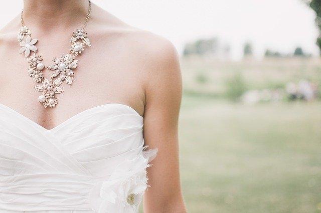 poročne obleke bela